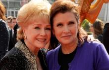 كاري فيشر ووالدتها رينولدز